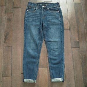 American Eagle Tomgirl Medium Wash Denim Jeans 00P